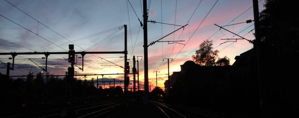 Bahnschienen im Sonnenuntergang