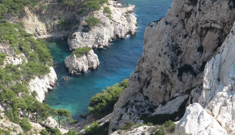 Weiße Felsen und azurblaues Meer. An mein Herz, schönes Marseille!