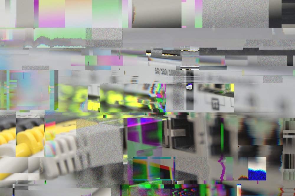 ein sehr glitchiges bild eines netzwerk-switches